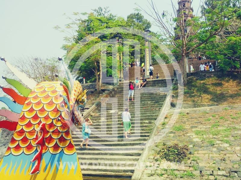 Thuyền rồng Huế đi chùa Thiên Mụ